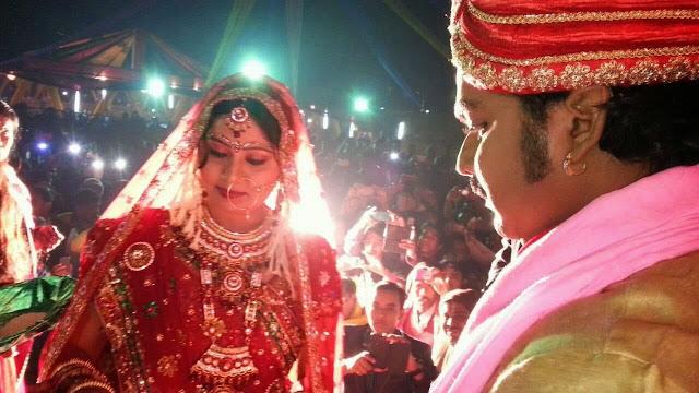 Pawan Singh With Wife Neelam Singh