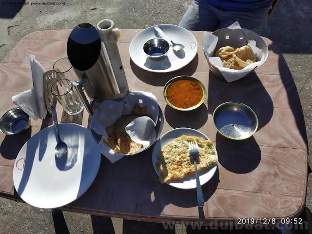 नाश्ता - पराठे ऑमलेट और पूरी सब्जी