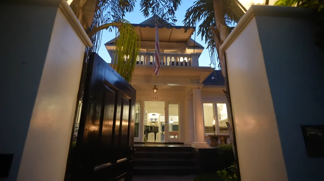 29 Interior Design Photos vs. 1357 N Genesee Ave, Los Angeles, CA Luxury Home Tour