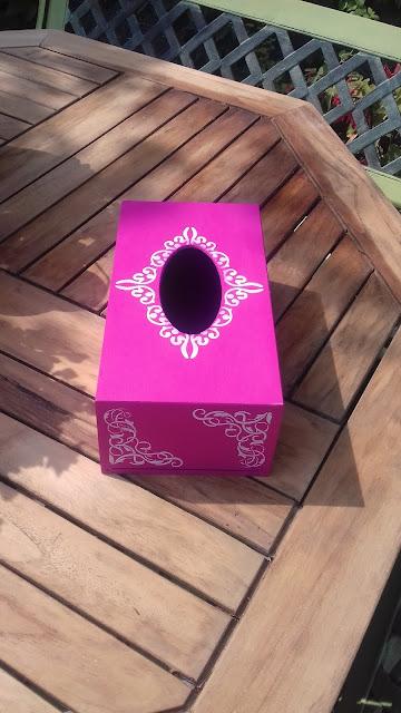 Inspiracje ze świata sztuki – chustecznik z ornamentami w mocnym różu :)