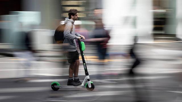 Επικίνδυνα τα ηλεκτρικά πατίνια; - Το Μιλάνο τα αποσύρει από τους δρόμους