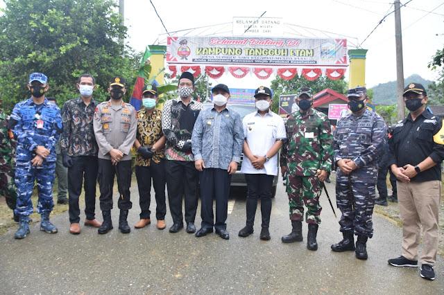 Gubernur Kaltim, Pangdam VI/Mulawarman dan Kapolda Kaltim Kunjungi RT Sigap Covid-19 di Kukar, Isran Noor: Tetap Zero Kasus