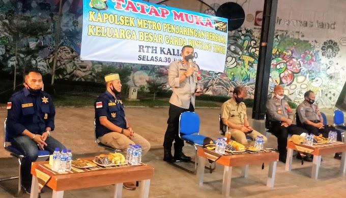 Tatap Muka Kapolsek Penjaringan Dengan Garda Bintang Timur, Di Malam Hari Bhayangkara Ke 74 Di RTH Kalijodo