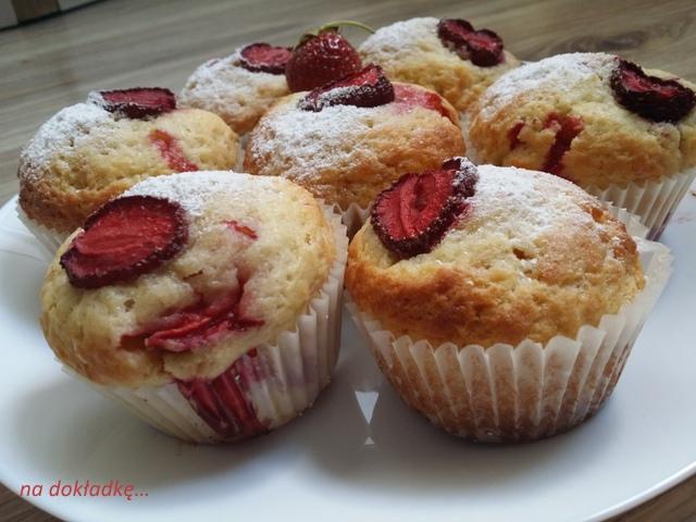 przepis na muffiny z truskawkami owocami