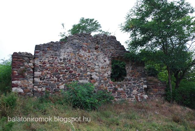 Kerekikál templomromjának nyugati homlokzata