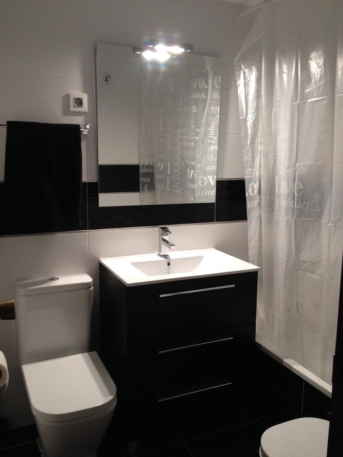 Ba o negro y blanco vero4casa for Pisos y paredes para banos modernos