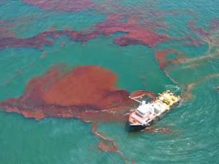 Tumpahan minyak di laut lepas