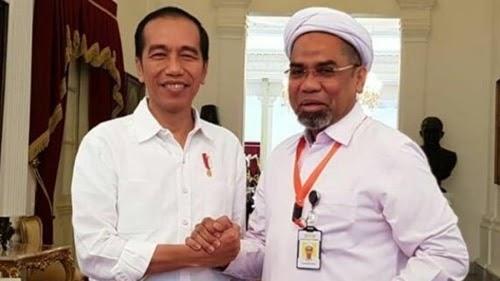 Ngabalin Cari Logika Orang-orang yang Teriak Jokowi Mundur