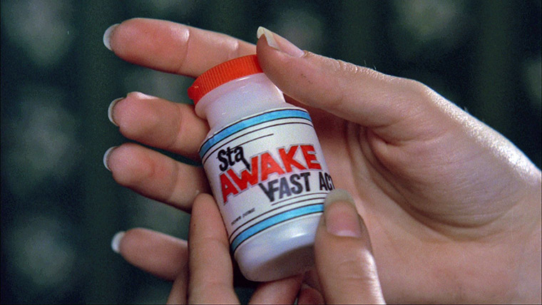 """Stay Awake"" in A NIGHTMARE ON ELM STREET (1984). Quelle: Screenshot Warner Blu-ray (skaliert)"
