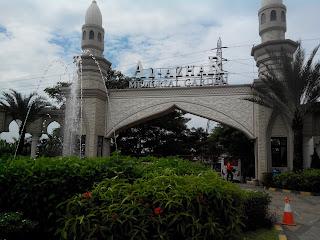 Pintu Gerbang Al Azhar Memorial Garden yang ada di Karawang Timur