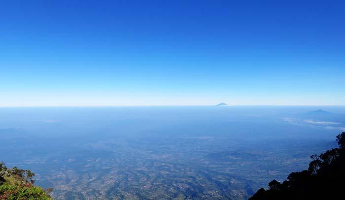 Bentang Barat Gunung Sumbing yang Mulai Terlihat