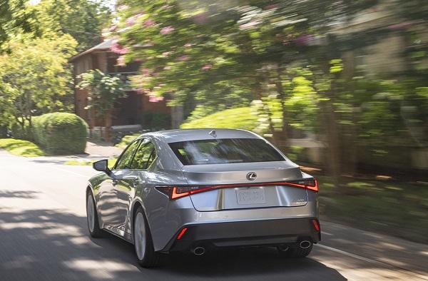 Lexus IS 300h Luxury 2021