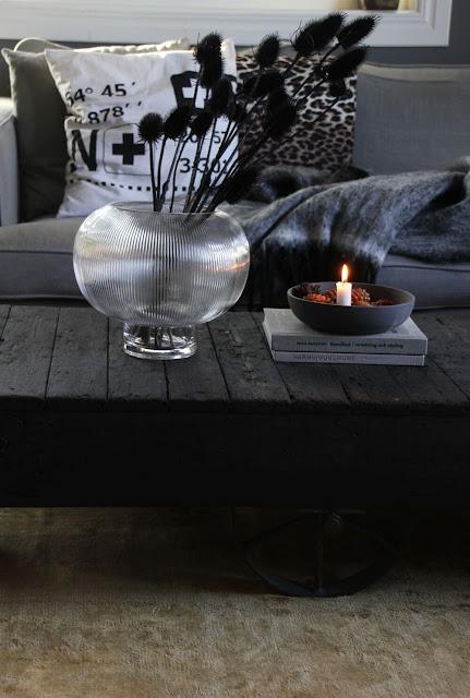 annelies design, webbutik, inspiration, inredning, ljusstake, ljusstakar, vardagsrum, vardagsrummet, vas, tistel, torkade växter,