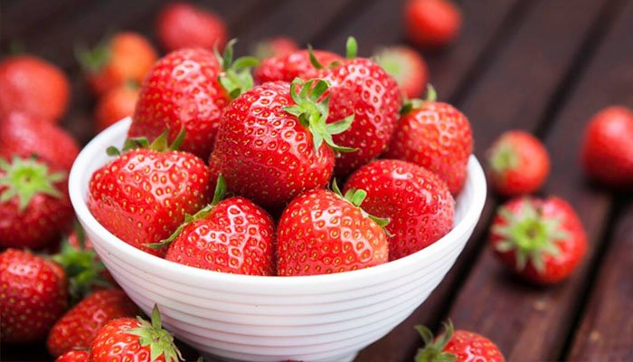 स्ट्रॉबेरी प्रतिरक्षा का एक बड़ा स्रोत है