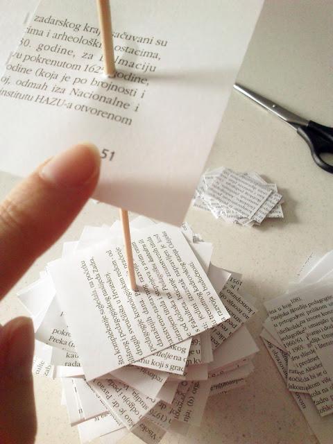 Božićno drvce - stavljanje papira iz knjige