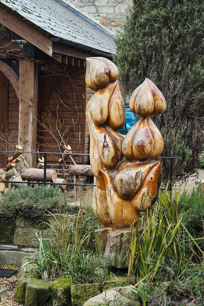 Wooden garlic cloves statue