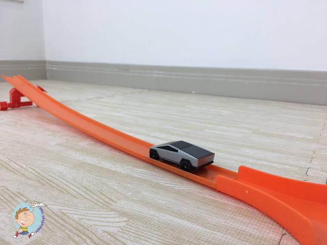 Hotwheels Tesla Cybertruck RC Toy Car 3