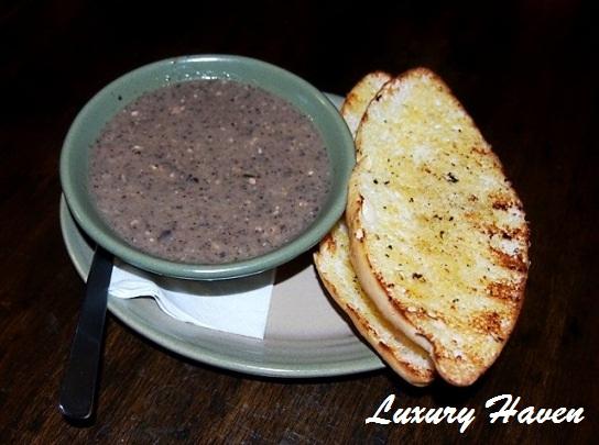 nandos wild mushroom soup garlic bread