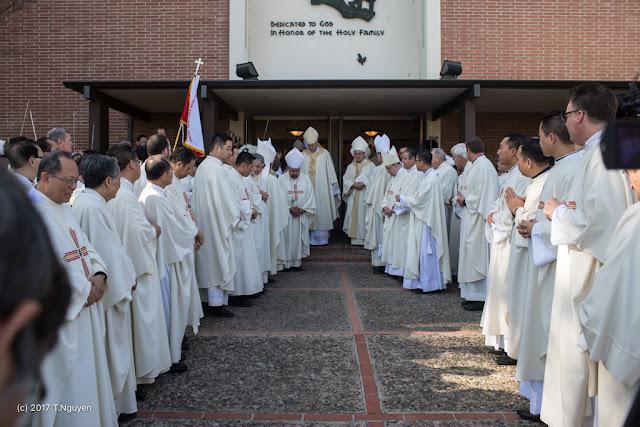 Hình ảnh thánh lễ an táng Đức Cha Dominicô Mai Thanh Lương - Ảnh minh hoạ 30