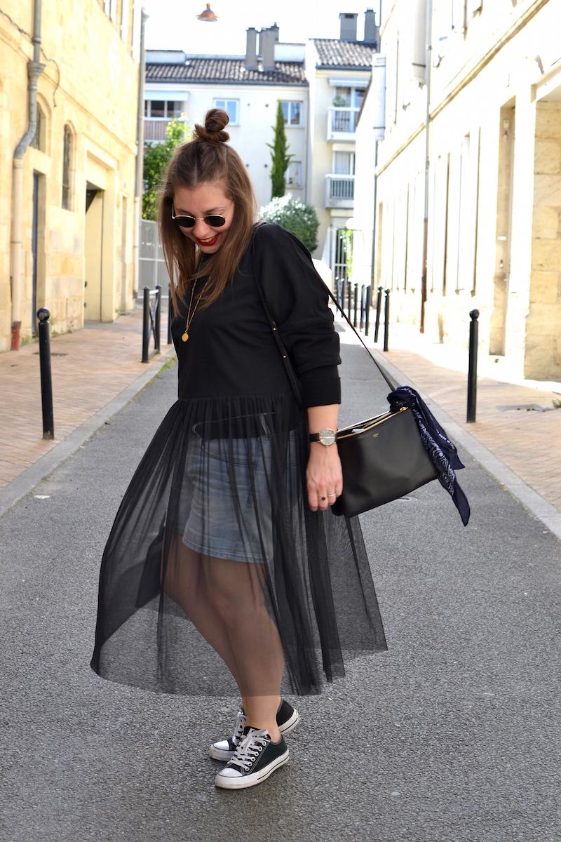 trio bag, short en jean H&M, ray ban , collier  backstage vintage store, sweat tutu noir Zara, converse noir