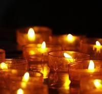 https://pixabay.com/fr/lumi%C3%A8res-de-th%C3%A9-bougies-chandelles-3612508/