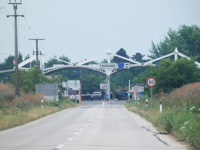 Przejście graniczne pomiędzy Węgrami i Serbią, węgierska odprawa.