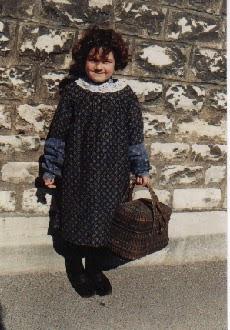 Costume de petite fille à l'époque de Jules