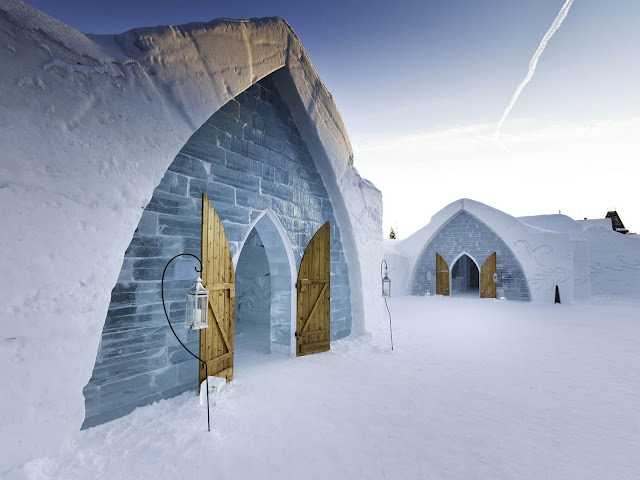 Khách sạn Hotel de Glace là một địa điểm tham quan cực kỳ phổ biến ở Quebec, Canada. Điều đặc biệt nhất ở đây chính là lối kiến trúc được xây dựng hoàn toàn bằng băng đá có một không hai trên thế giới.