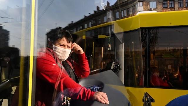 У громадському транспорті рекомендується утриматися від розмов, - дослідження