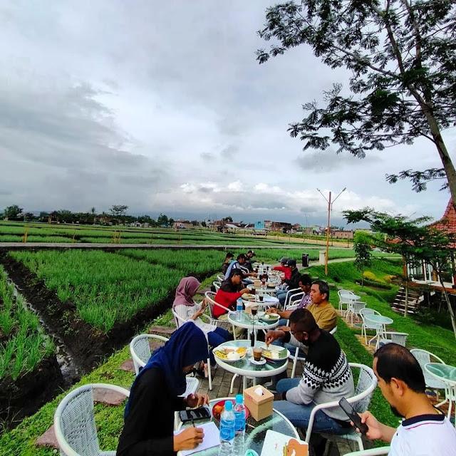 NK / Nendes Kombet Cafe Malang - Review Menu, Daya Tarik & Lokasi