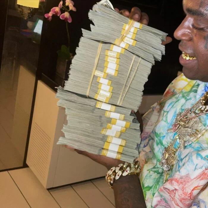 Rapero tira más de 100 mil dólares al mar solo porque estaba enojado e hizo un berrinche