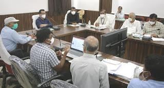 आत्मनिर्भर भारत और सेंट्रल सेक्टर स्कीम की जिला अनुप्रवर्तन समिति की बैठक में दिए निर्देश