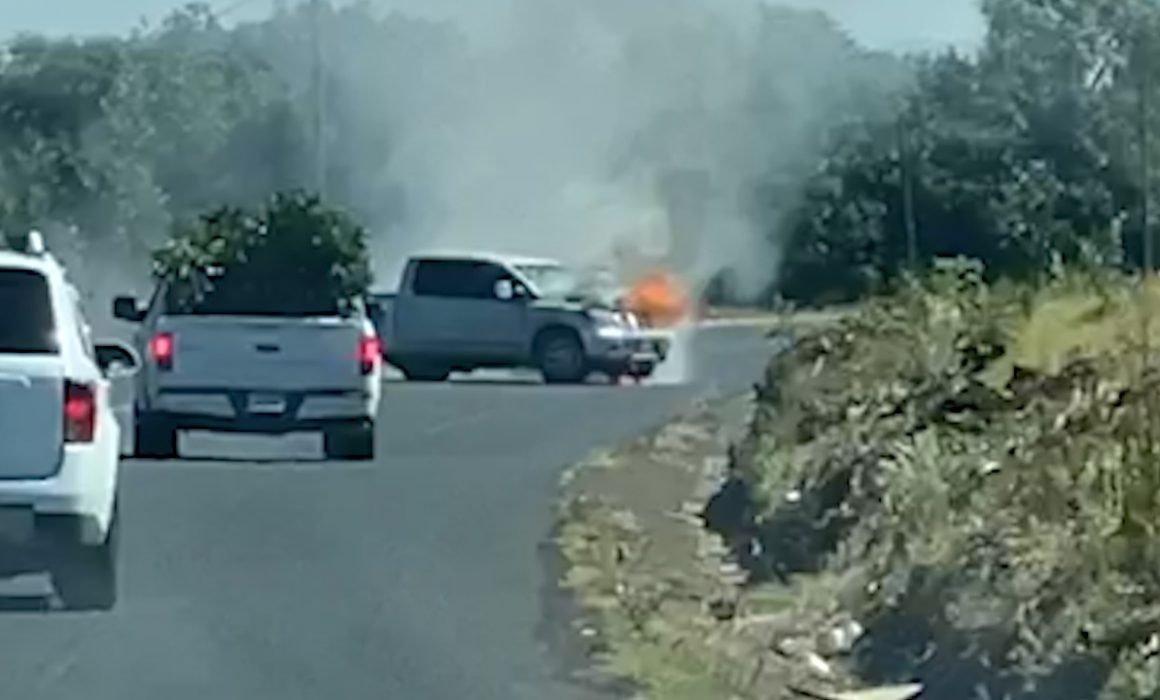 Vídeo: Se registran Balaceras y Narcobloqueos entre el CJNG y Carteles Unidos en Tocumbo; Michoacan