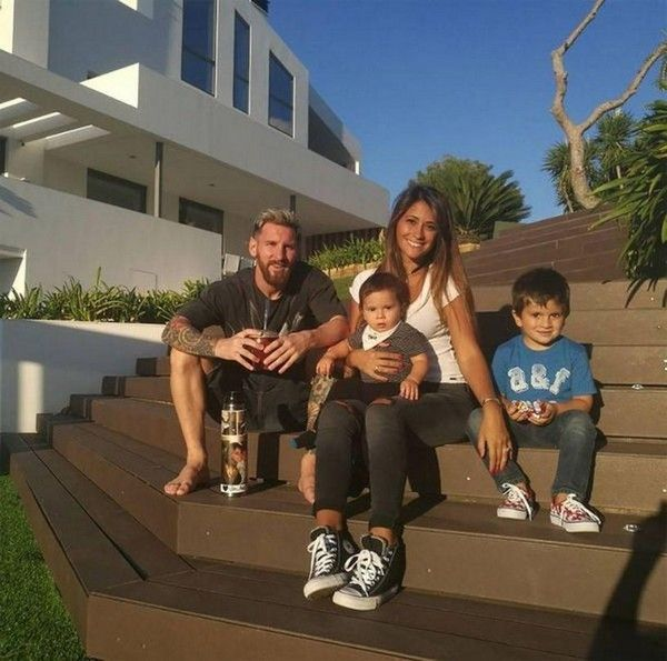 Lionel-messi-house-and-cars-Leo-Messi-and-Antonella-Roccuzzo-having-a-good-time-with-their-kids
