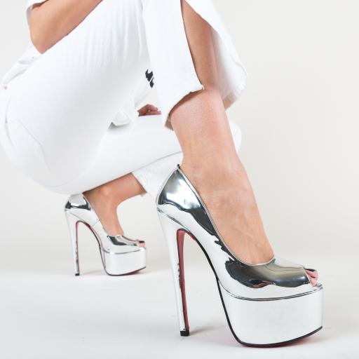 Pantofi lacuitti argintii cu paltforma si toc inalt