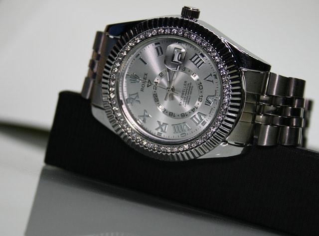 Arloji, Batu Permata, Perusahaan,Penjualan, jam tangan