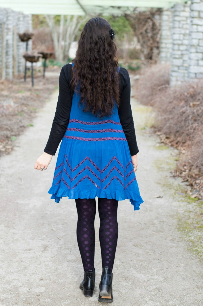 how to wear a cobalt blue dress with black