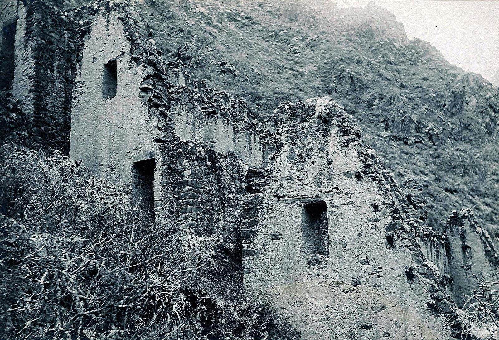 Foto antigua de Tambos de Ollantaytambo en Cusco
