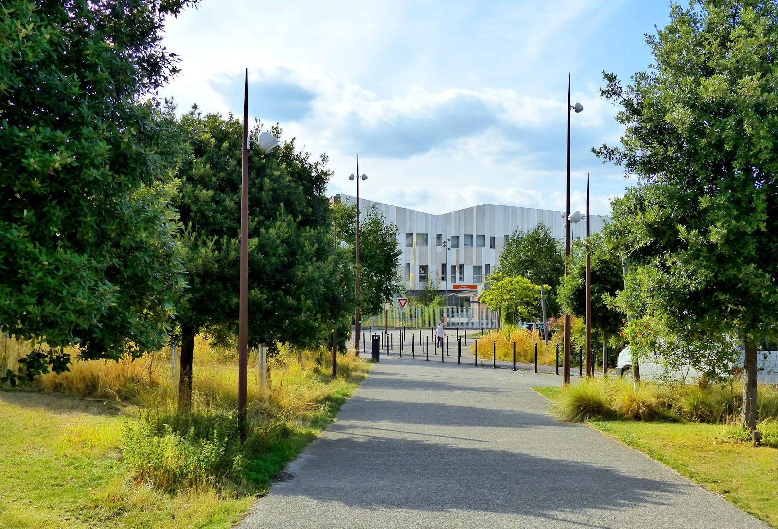 Le collège vu depuis la promenade Cachemire