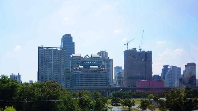 Изображение Бангкока из окна такси