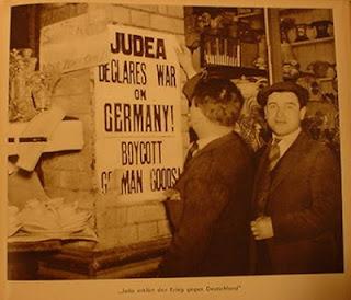 Τίποτα σαν αυτό δεν είχε συμβεί ξανά στο παρελθόν. Ολοκληρωτική καταστροφή του εθνικού νομίσματος, ολοκληρωτική καταστροφή των αποταμιεύσεων και των επιχειρήσεων και των ανθρώπων. Κι αυτό στην αποκορύφωση της διεθνούς ύφεσης. Η Γερμανία δεν είχε άλλη επιλογή, παρά να υποκύψει στη δουλεία του χρέους, έναντι «διεθνών» εβραϊκών κυρίως συμφερόντων τραπεζών, μέχρι το 1933 που εμφανίζονται οι εθνικοσοσιαλιστές στην εξουσία. Τη στιγμή που οι Ναζί ήρθαν στην εξουσία ανέτρεψαν τα τραπεζικά καρτέλ, εκδίδοντας δικά τους χρήματα. Ο Διεθνής Εβραϊσμός απάντησε κάνοντας παγκόσμιο μποϋκοτάζ κατά της Γερμανίας.
