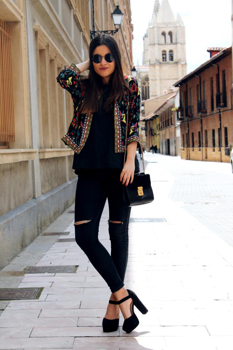 chaqueta bordada outfit primavera blog de moda leon
