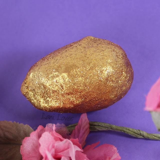 LUSH Easter 2018 Golden Egg Bath Bomb Melt Review