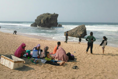 Pantai ngrawe gunung kidul