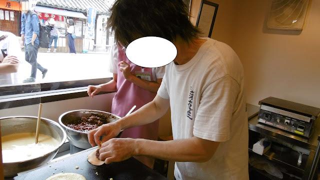 倉敷美観地区 橘香堂にてむらすずめの手焼き体験