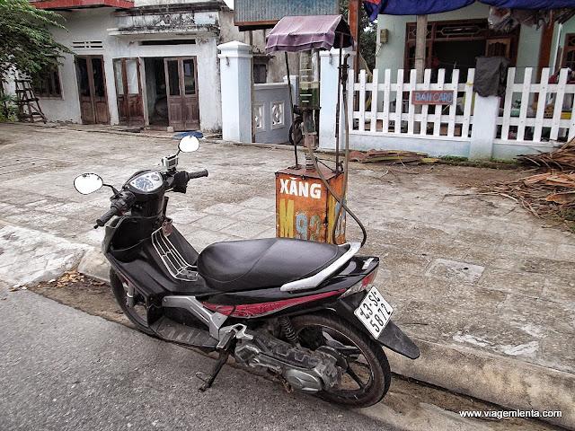 Sim, aqui temos gasolina pelas calçadas