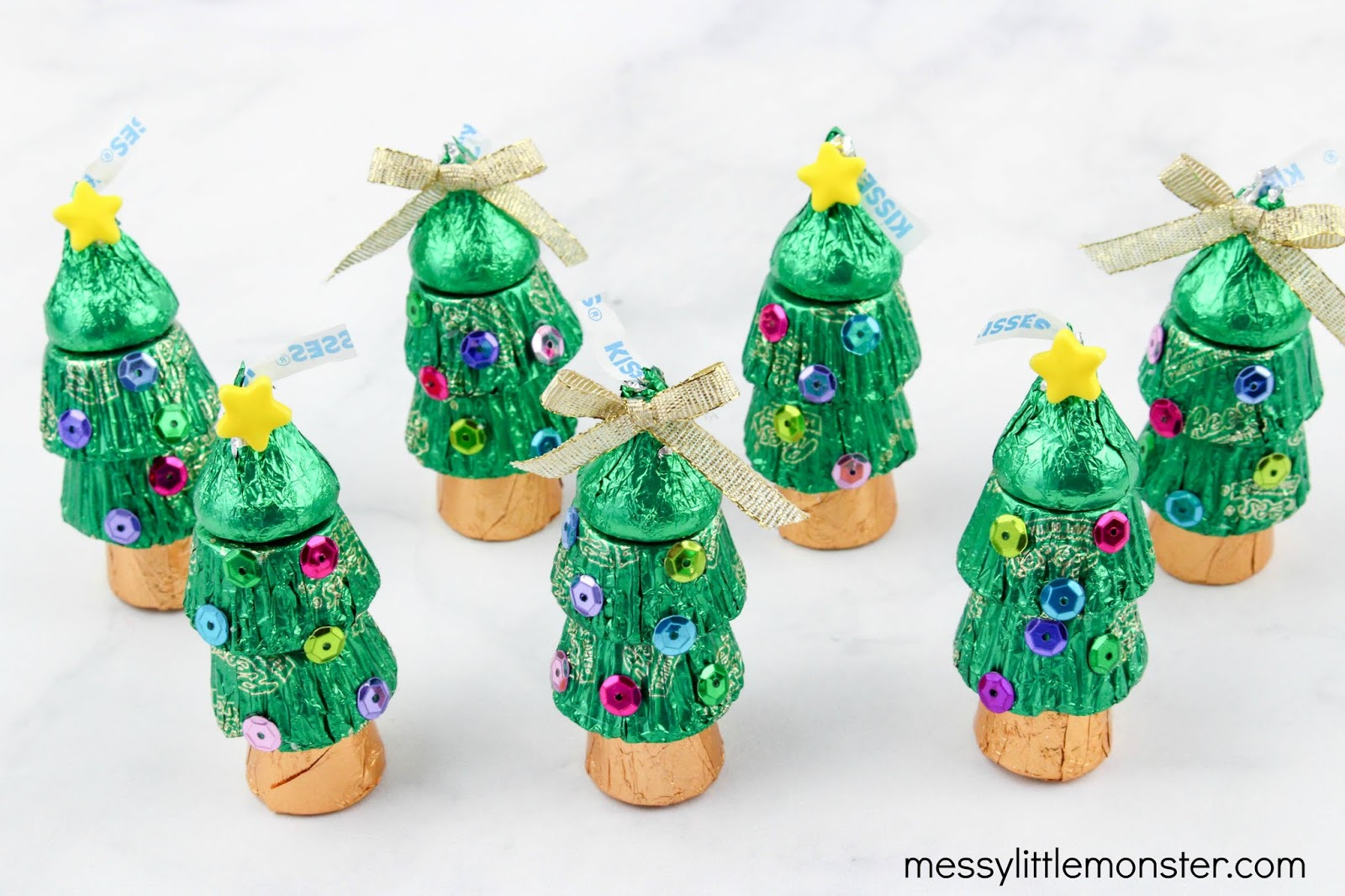 candy Christmas tree craft for kids