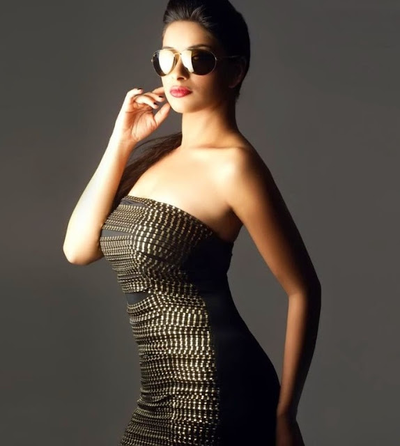 Madhurima-Banerjee-in-goggles-beautiful-picture