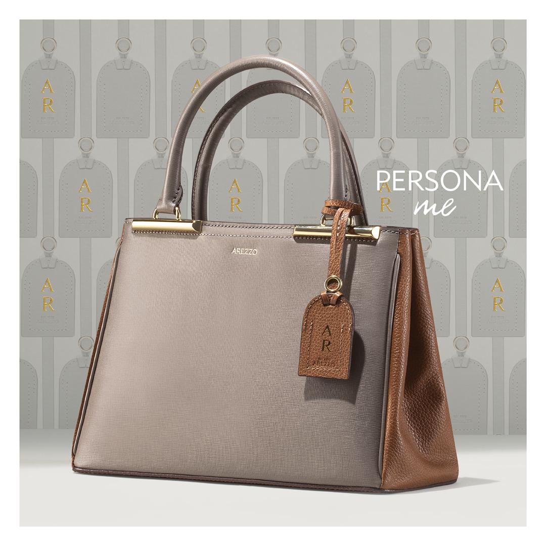 5f8c862a2 As bolsas que vêm com um beg chain (etiqueta de couro) e alguns modelos de  tênis podem ser customizáveis com o equipamento exclusivo da marca.