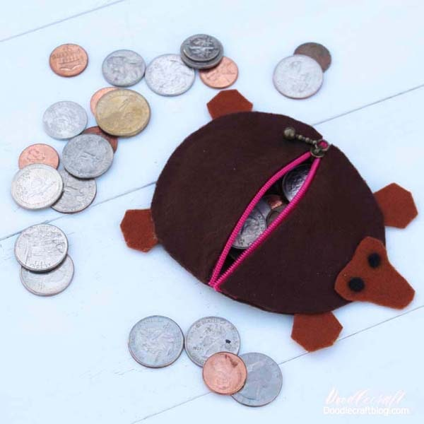 The Niffler from Fantastic Beasts made into a felt coin purse diy